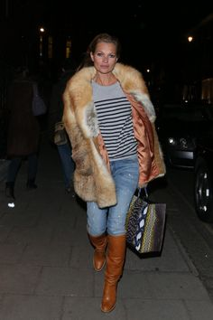 Kate Moss Fur Coat - Kate Moss' fur coat dressed up her casual jeans and t-shirt.