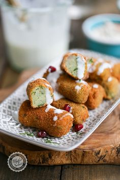 Homemade Potato croquette (Herby) How is it done? It will also give you an idea There are 1 comments. Description of tricks, thousands of recipes and much more . Potato Croquettes, The Breakfast Club, Pretzel Bites, Bakery, Vegan Recipes, Food Porn, Potatoes, Herbs, Bread