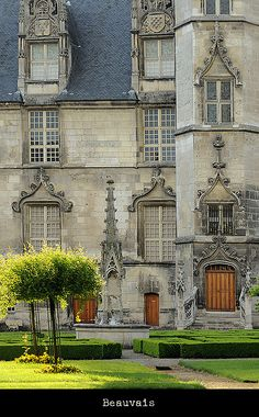 Beauvais, Picardie -The Cathedral of Saint Peter of Beauvais is an incomplete Roman Catholic cathedral located in Beauvais, in northern France. It is the seat of the Bishop of Beauvais, Noyon and Senlis.