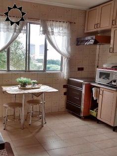 APTO JD. BELA VISTA R$ 320.000,00 C/ 02 dorms c/ armários c/ armários, sala, cozinha planejada, wc, área de serviço grande, piso de madeira, garagem p/ 1 coberta fixa. Ótima localização. Ok. p/ financiamento.