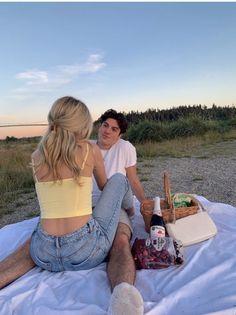Cute Couples Photos, Cute Couple Pictures, Cute Couples Goals, Couple Goals, Teen Couple Pictures, Teen Couples, Romantic Couples, Relationship Goals Pictures, Cute Relationships