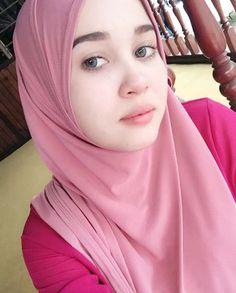 Beautiful Hijab, Beautiful Women, Adblock Plus, Arab Girls, Hijab Chic, Girl Hijab, Beauty Full Girl, Muslim Women, Hijab Fashion