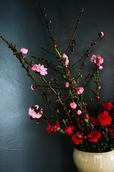 """Ariella Chezar's book, """"The flower workshop,"""" inspired me to do some flower arrangements last weekend. The results and a review of the book are up on t…"""