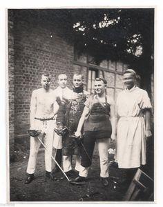 Foto TÜBINGEN Studenten Paukanten mit Degen nach Mensur Studentika 1920er Jahre in Sammeln & Seltenes, Memorabilia, Studentika | eBay