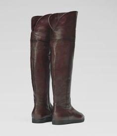 Overkneestiefel mit flacher Sohle #poilei #shoes #bordeaux