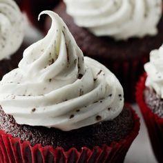 This Month's Recipes Cupcake Recipes, Baking Recipes, Mini Cakes, Cupcake Cakes, Oswaldo Gross, Anna Olsen, Velvet Cupcakes, Cookie Desserts, Creative Cakes