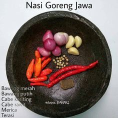 Gambar mungkin berisi: makanan dan teks Cooking Ingredients, Cooking Recipes, Tumblr Food, Nasi Goreng, Indonesian Cuisine, Western Food, Simply Recipes, Asian Cooking, Base Foods