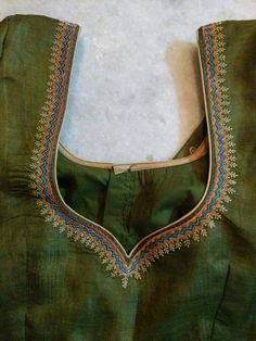 Pattu Saree Blouse Designs, Blouse Designs Silk, Designer Blouse Patterns, Lehenga Blouse, Simple Blouse Designs, Blouse Back Neck Designs, Velvet Dress Designs, Embroidery Designs, Embroidery Blouses