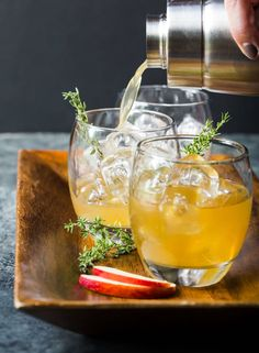 You& definitely want to add these Bourbon Apple Cider Cocktails to your fall cocktail and entertaining menus. Simple, seasonal and oh-so-tasty! Bourbon Apple Cider, Spiked Cider, Apple Cider Cocktail, Cider Cocktails, Fall Cocktails, Winter Drinks, Whiskey Cocktails, Bourbon Whiskey, Bourbon Drinks
