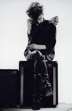 Another jesus and mary chain pic. I fucking love Jim Reid.