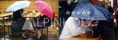 Nuestras mesas y bancos plegables bajo la lluvia
