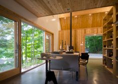 This small wooden hut is a combined guest house and sculpture studio perching on the edge of Lake George in upstate New York. Contemporary Architecture, Interior Architecture, Interior Design, Contemporary Cabin, Tiny Guest House, Cabin Loft, Wooden Hut, Faia, Small Studio
