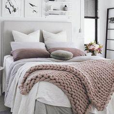 Dormitorio con manta de punto XXL