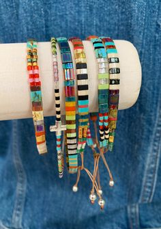 Beaded Jewelry Designs, Jewelry Patterns, Bracelet Patterns, Bracelet Designs, Jewelry Ideas, Bead Patterns, Friendship Bracelets With Beads, Bead Loom Bracelets, Jewelry Bracelets