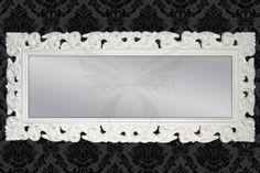 Vysoké zrkadlo v bielej farbe
