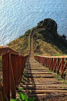 Ponta do Garajau / Una de las principales atracciones en el Ponta do Garajau es la gran estatua de Cristo Redentor de Madeira que mira hacia el Océano Atlántico, con los brazos extendidos.: