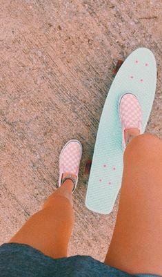 love that skateboard & those vans Beach Aesthetic, Summer Aesthetic, Blue Aesthetic, Aesthetic Outfit, Flower Aesthetic, Aesthetic Clothes, Summer Goals, Summer Fun, Retro Summer