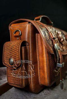 b370cbbdcc34 Leather Carving, Bőr Aktatáska, Bőr Férfidivat, Férfi Táskák, Fészek,  Hátizsákok,