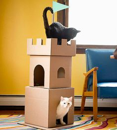 a Cardboard Cat Castle Make a Cardboard Cat Castle: Conspire with your kids to create a royal playhouse for your felines!Make a Cardboard Cat Castle: Conspire with your kids to create a royal playhouse for your felines! Cardboard Cat House, Cardboard Castle, Diy Cardboard, Cardboard Chair, Cardboard Sculpture, Diy Jouet Pour Chat, Cat Castle, Diy Cat Toys, Dog Toys