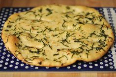 Pizzabrot mit Knoblauch und Petersilie Pizzabread with garlic and parsley. Recipe in German