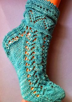 Ravelry: Aquaso Socks pattern by Isabella Zipperer ~ free!!! untill Friday, August 16, 2013