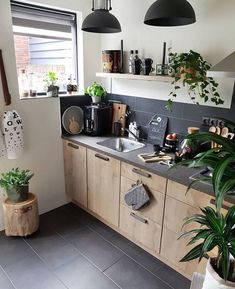 The kitchen of today – graphite coloured walls and workspace, offset by stark white, gleaming copper and lush green accents – Decoration Kitchen Interior, Kitchen Decor, Kitchen Design, Kitchen Ideas, Green Kitchen, Beautiful Kitchens, Cool Kitchens, Earthy Home Decor, Small Apartment Kitchen