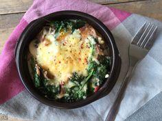 Spinazie, spekjes en ei uit de oven