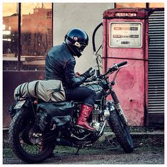 Vintage motorcycle style, motorcycle boots, stylmartin continental, denim, jeans, lee 101, chevignon, leather jacket, honda motorcycles, cafe racer, bratstyle