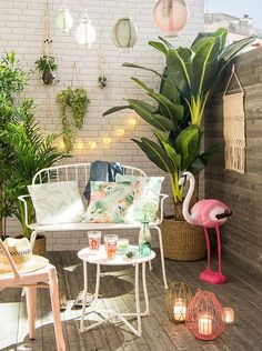 20 Urban Backyard Oasis With Tropical Decor Ideas Home Design - Home decor Tropical Outdoor Decor, Tropical Home Decor, Tropical Houses, Tropical Patio, Tropical Furniture, Tropical Interior, Tropical Prints, Tropical Vibes, Small Outdoor Spaces