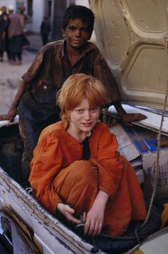 Mazar i Sharif, Afghanistan 2002 Photo by Steve McCurry Precious Children, Beautiful Children, Beautiful People, We Are The World, People Around The World, Billy Kid, Steve Mccurry Photos, World Press Photo, Afghan Girl