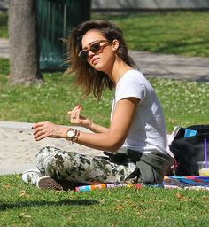 Jessica Alba Photos Photos - Actress Jessica Alba and husband Cash Warren take their girls Honor and Haven to the Coldwater Canyon Park in Beverly Hills, California on February 23, 2014. - Jessica Alba Takes Her Family to a Park