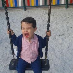 Me encanta esta foto refleja la felicidad de Rodrigo. Ayer tarde fue muy divertida en el parque, jugó, gritó, se revolcó en los chinos...disfruto muchísimo!y eso me hace feliz porque #jugaresesencial #happy #rodrigo #mncrodrigo #columpios ♡