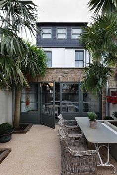 Trendy home exterior french landscaping ideas House Extension Design, Extension Designs, Extension Ideas, Style At Home, Renovation Facade, Patio Interior, Victorian Terrace Interior, House Extensions, Kitchen Extensions