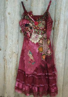Vestido rojo resbalón--capricho bohemio vestido, bordados, volvió a trabajar