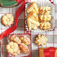 Cookie Press Sandwiches - consider for xmas cookies? I have a cookie press! Christmas Cookies Kids, Easy Christmas Cookie Recipes, Cookies For Kids, Christmas Desserts, Christmas Baking, Holiday Recipes, Christmas Goodies, Christmas Buffet, Christmas Meals