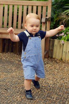 Die ersten Schritte von Baby George.