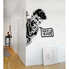 Ajoutez une touche #urbaine à votre #décoration intérieure grâce au #sticker #mural #Peek a #boo très original tout droit sorti de la rue. A installer dans votre salon ou votre cuisine pour une déco ultramoderne.