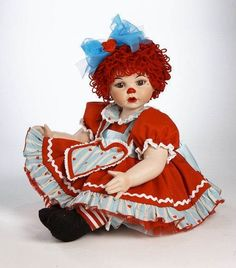 A sweet #doll in traditional rag doll costuming. Dress has been glitter treated. A collector's favorite.