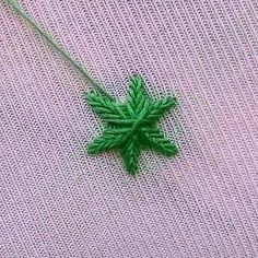 Hand Embroidery Flowers, Hand Embroidery Tutorial, Embroidery Bags, Flower Embroidery Designs, Hand Embroidery Stitches, Crewel Embroidery, Hand Stitching, Cross Stitch Embroidery, Sewing Hacks