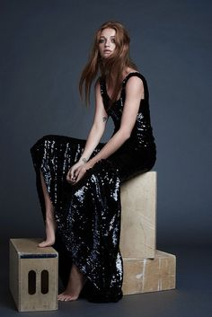 4c2db46d3a03a 25x7 (Marie Claire Brazil) Magazine Editorial, Editorial Fashion, Celebrity  Feet, Grey