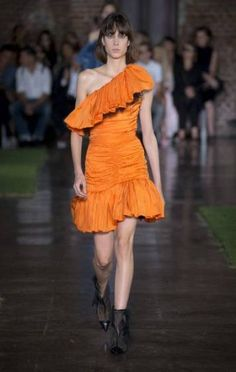 MSGM Spring 2019 Ready-to-Wear Fashion Show Collection: See the complete MSGM Spring 2019 Ready-to-Wear collection. Look 39 Alexander Mcqueen, Runway Makeup, Fashion Show Collection, Msgm, Catwalk, Ready To Wear, Spring Summer, Stylish, How To Wear