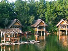 Traditional Wooden Chalet in Kampung Sampireun, Garut Indonesia Huts On The Water, Countries Around The World, Around The Worlds, Floating Architecture, Dreams Resorts, Resort Villa, Dream House Exterior, Bali Travel, Beautiful Landscapes