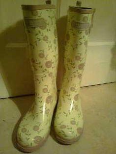 Laura Ashley Garden Boots Laura Ashley Garden, Garden Boots, Random Things, Rubber Rain Boots, Clogs, Diva, Gardening, Country, House