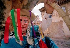La Danza de los Viejitos, una de las tradiciones más representativas de #Michoacán, según la historia, se relaciona con los bailes que formaban parte del ritual en honor al Dios viejo o Dios del fuego.