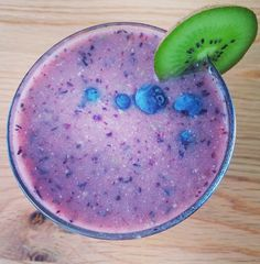 Beautiful Blueberry Morning Smoothie! Blend together 200mL of coconut water (or filtered water), 1/2 cup blueberries, 1 kiwi fruit (peeled), 2 tbsp Superfood Protein (or other protein blend), 1 tsp maca powder, 1 tsp honey and ice. ENJOY! www.hungryforchange.tv #foodmatters #youarewhatyoueat