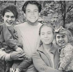A rare picture of 5sos