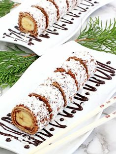 This Easy Banana Nutella Sushi Rolls are banana rolled in a honey tortilla, spread with Nutella, coated with coconut shaving make the best snack. Fruit Sushi, Dessert Sushi, Vegan Sushi, Fruit Salad Recipes, Strawberry Recipes, Strawberry Kiwi, Cupcake Recipes, Dessert Recipes, Top Recipes