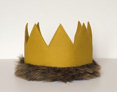 Child and Adult Full Size Felt Crown Costume Max Where the Wild Things Are, Gold Mustard Yellow, Faux Fur, Photo Prop, Dress Up Pretend Play von LittleLoveLane auf Etsy https://www.etsy.com/de/listing/249524128/child-and-adult-full-size-felt-crown