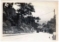 Años 30...El Tranvía subiendo desde Puente Hierro hacia El Portachuelo para seguir su ruta al Prado de Maria (Av. Nueva Granada).....