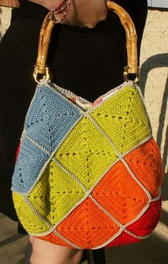 Purse another pinner said .Would rock this for fall/winter but with different colors and something more comfy for the shoulder. Crochet Motifs, Crochet Tote, Crochet Handbags, Crochet Purses, Crochet Squares, Love Crochet, Diy Crochet, Crochet Crafts, Crochet Projects
